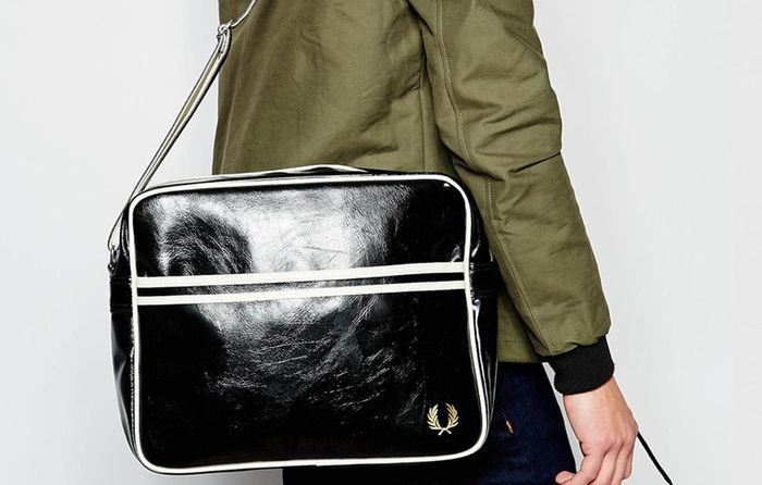 Как называются маленькие сумки через плечо