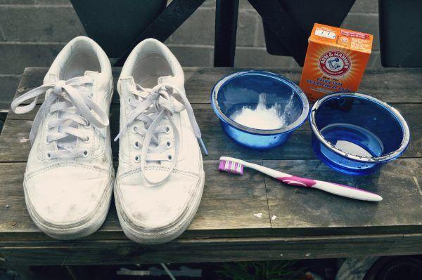 Как очистить белую кожу на обуви
