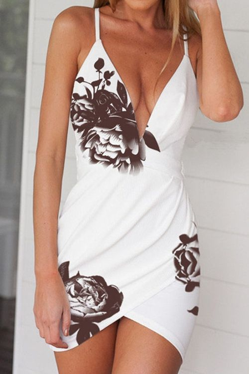 В Платье Без Бюстгальтера И Одежды