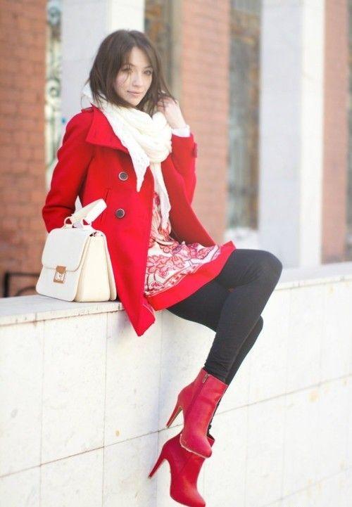 такой красное пальто и кремовый палантин фото понимаю