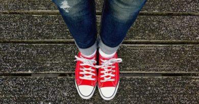 С какой обувью носить джинсы клеш