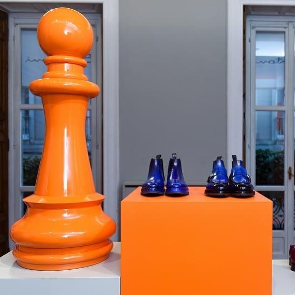 Santoni презентовал коллекцию осень-зима 2020/21 в пространстве шахмат.  Итальянский люксовый брендSantoniпредставил коллек...