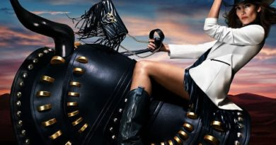 Американская топ-модель Лили Олдридж стала лицом рекламной кампании Pinko.  Мужской пиджак, украшенный бахромой, яркие блестк...