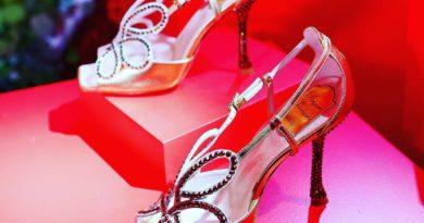 Roger Vivier воссоздал туфли королевы Елизаветы.  Прошло 66 лет с тех пор как королева Великобритании Елизавета II носила на ...
