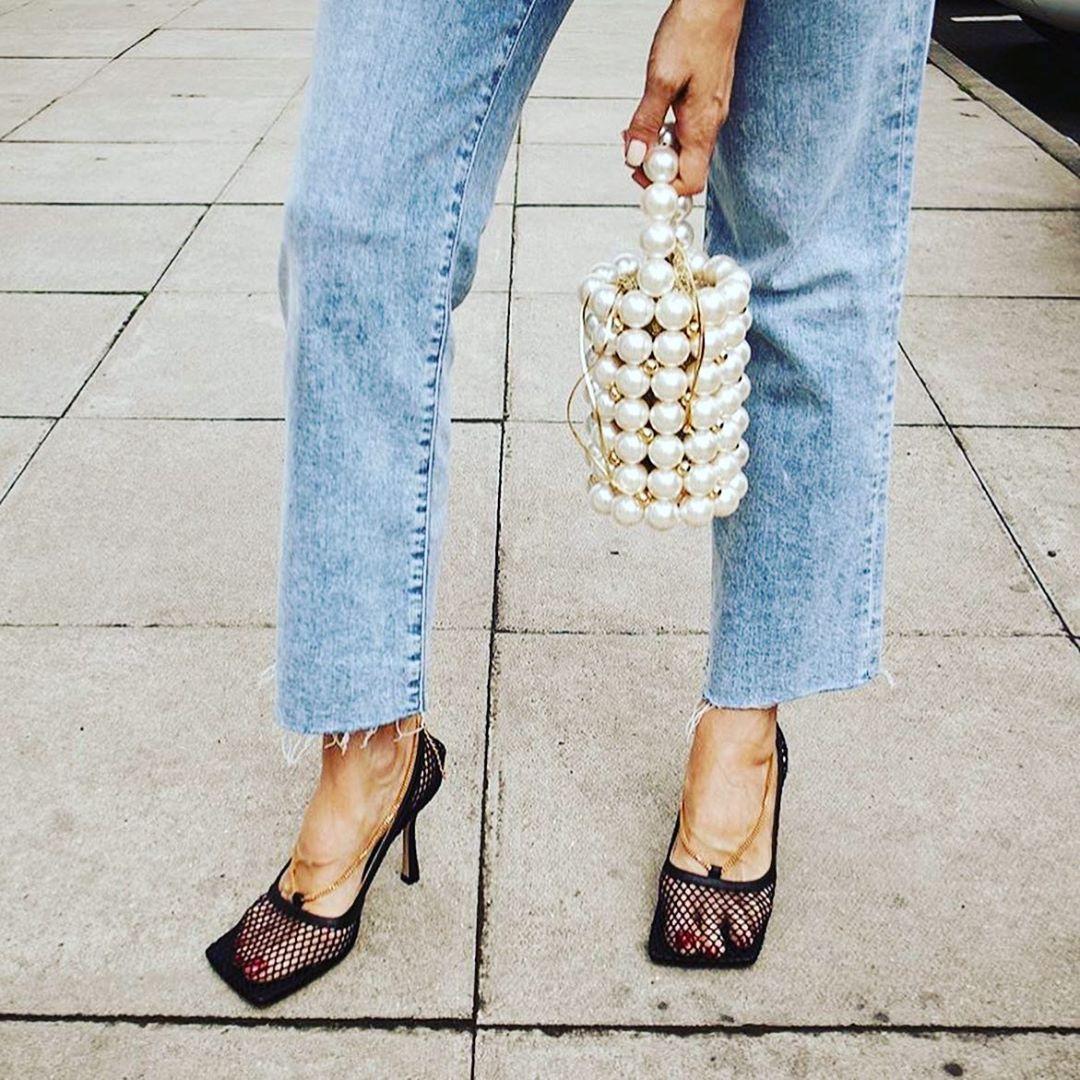 Сетчатые туфли Bottega Veneta признаны обувью года.  В июне 2018 года люксовый бренд Bottega Veneta получил нового креативног...