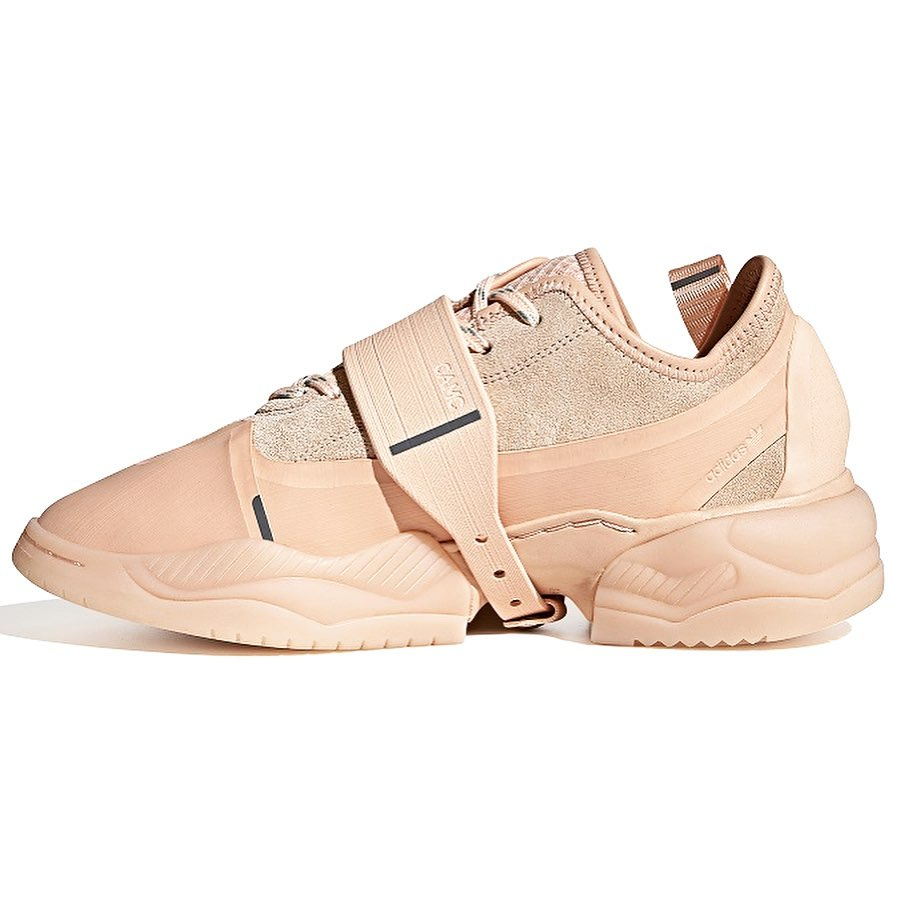 Выходит коллаборация adidas Originals и бренда одежды OAMC.  Результатом коллаборации adidas Originals и бренда современной м...