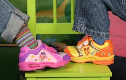 Виды летней и зимней детской обуви